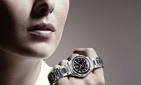 选择黑白时尚手表,打破你的纠结